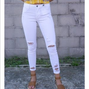 🌈Cello mid rise distressed white skinny jeans